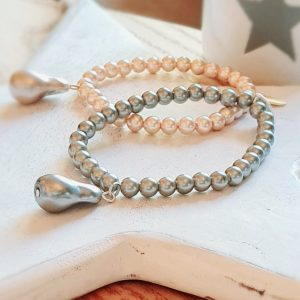 A single run of grey pearls with a grey droplet charm