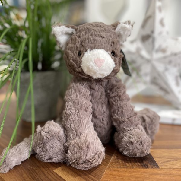 The cutest cuddly cat from the Fuddlewuddle range from Jelly cat. WIth a lovely soft brown body and white ears and nose.