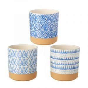 A mix of blue and white ceramic pots which are 12.5 cm in diameter.